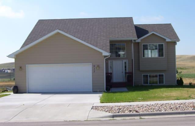 913 Field View Drive - 913 Field View Drive, Rapid City, SD 57701