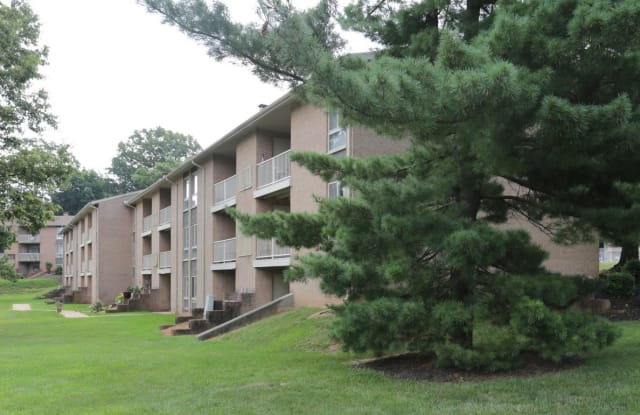 York Apartments - 2000 Maplewood Dr, York, PA 17403
