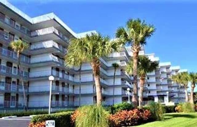 935 E Causeway Boulevard - 935 East Causeway Boulevard, Vero Beach, FL 32963