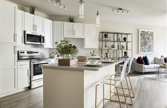 Inspire SouthPark Apartments - 345 Sharon Township Ln, Charlotte, NC 28211