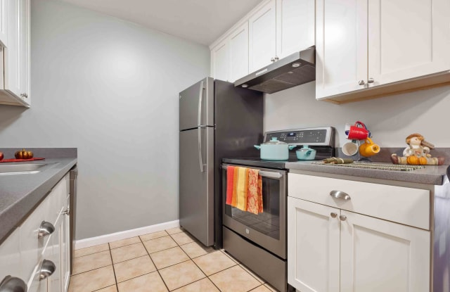 Redwood Valley Apartment Homes - 22281 Center St, Castro Valley, CA 94546