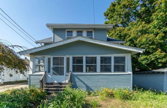 810 Mohawk Avenue - 810 Mohawk Avenue, Akron, OH 44305