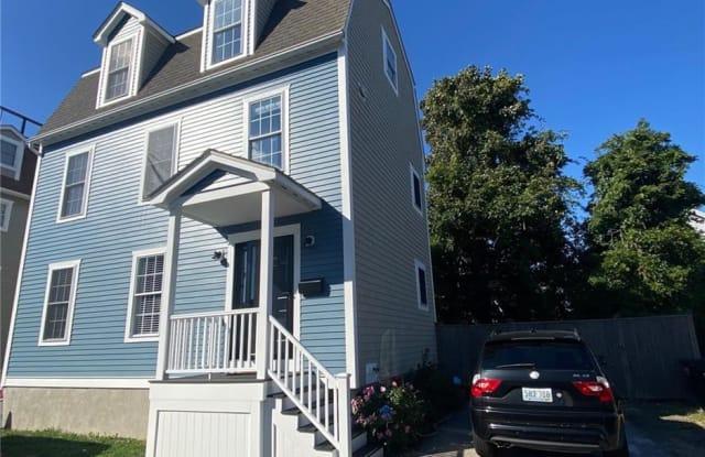 5 Sharon Court - 5 Sharon Court, Newport, RI 02840