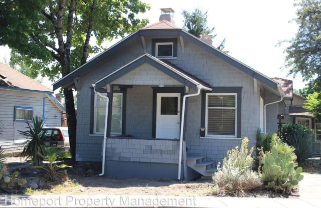 235 NW Kings Boulevard - 235 Northwest Kings Boulevard, Corvallis, OR 97330