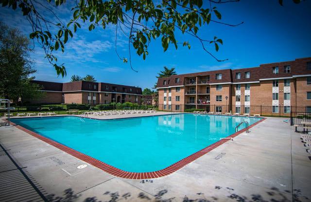 Oakton Park Apartments - 3347 Willow Crescent Dr, Oakton, VA 22030