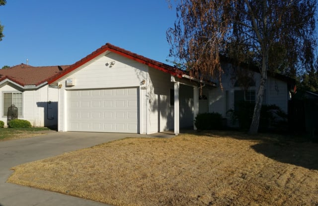 5207 W Warner Ave - 5207 West Warner Avenue, Fresno, CA 93722