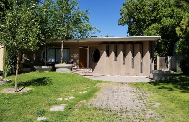 323 Wellesley Place NE - 323 Wellesley Place Northeast, Albuquerque, NM 87106