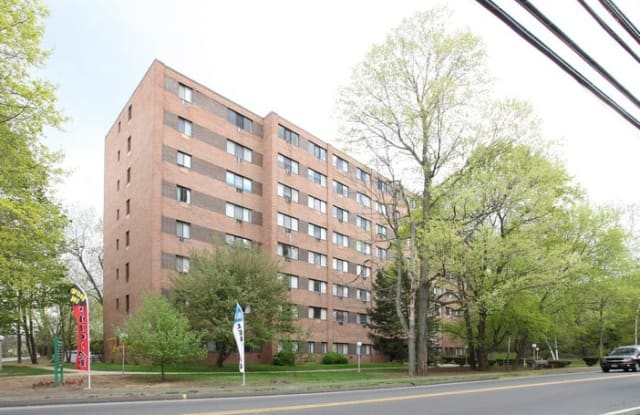 Newfield/Stoneycrest Towers - 352 Newfield St, Middletown, CT 06457