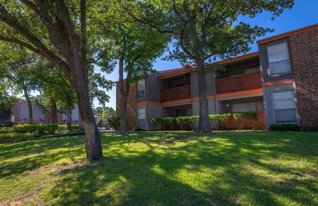 2121 Apartments - 2121 Washington Cir, Arlington, TX 76011