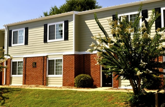 Hillcrest Townhomes - 1000 E Main St, Spartanburg, SC 29307