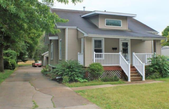 337 West Benton Street - 337 West Benton Street, Iowa City, IA 52246