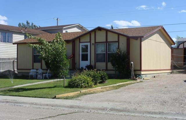 434 E Davis - 434 East Davis Street, Rawlins, WY 82301