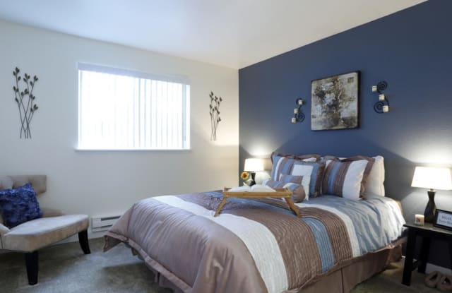 The Signature Apartments and Townhomes - 2033 NW Bobwhite Ln, Silverdale, WA 98383