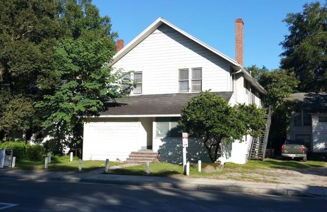 103 NW 10TH ST, APT. 5 - 103 Northwest 10th Street, Gainesville, FL 32601