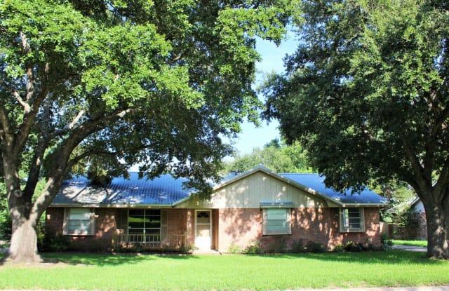 111 Machemehl Dr - 111 Machemehl Drive, Bellville, TX 77418