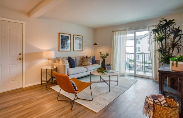 Glacier Run Apartments - 12020 Sunrise Blvd, Puyallup, WA 98374