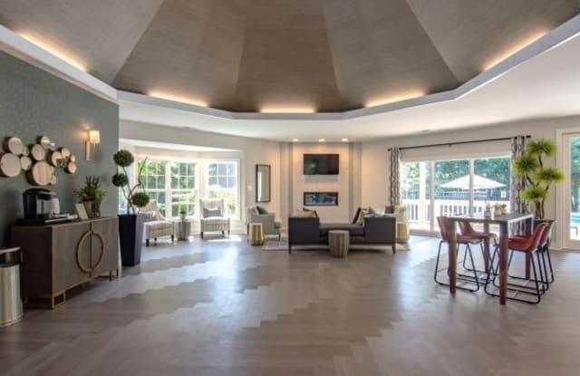 Hunter's Chase Apartments - 5200 Hunt Master Dr, Brandermill, VA 23112