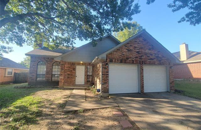 1225 Reeves Lane - 1225 Reeves Lane, Cedar Hill, TX 75104