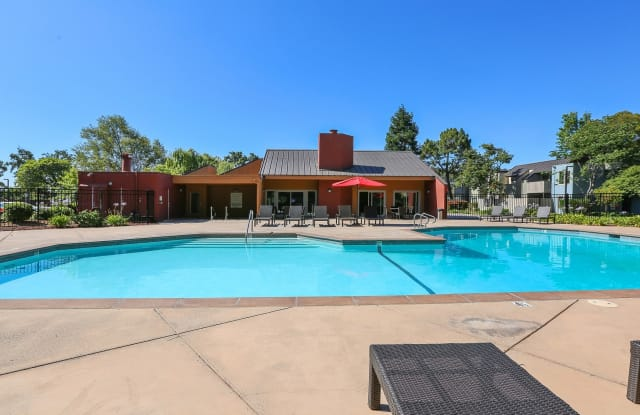 Laurel Crossing Apartment Homes - 203 Laurie Meadows Dr, San Mateo, CA 94403