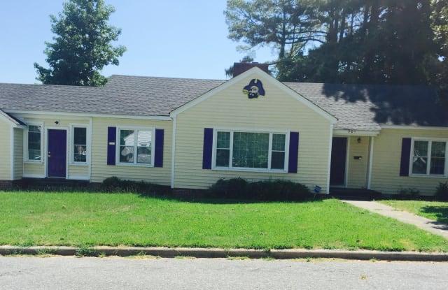 301 Oak Street - 301 South Oak Street, Greenville, NC 27858