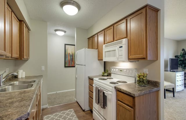 Oakwood Apartments - 17600 14th Ave N, Plymouth, MN 55447