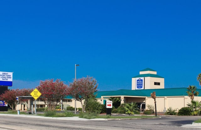 Siegel Suites San Antonio - 3855 N Panam Expy, San Antonio, TX 78219