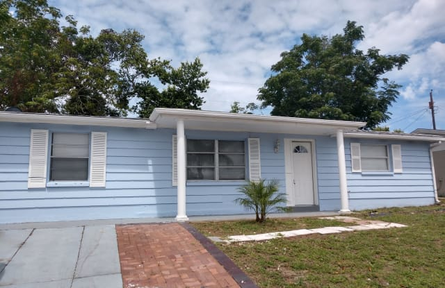 3337 Clydesdale Dr - 3337 Clydesdale Drive, Beacon Square, FL 34691
