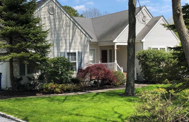 4 Willowood Ct - 4 Willowood Court, Westhampton, NY 11977