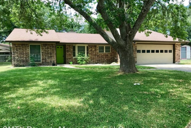 809 Ross Circle - 809 Ross Circle, Lockhart, TX 78644