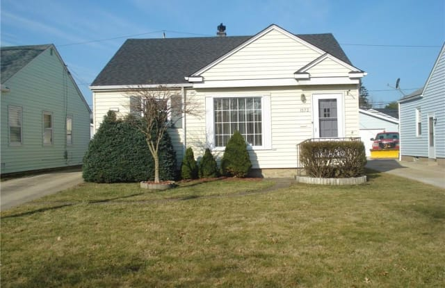 1572 Woodrow Ave - 1572 Woodrow Avenue, Mayfield Heights, OH 44124