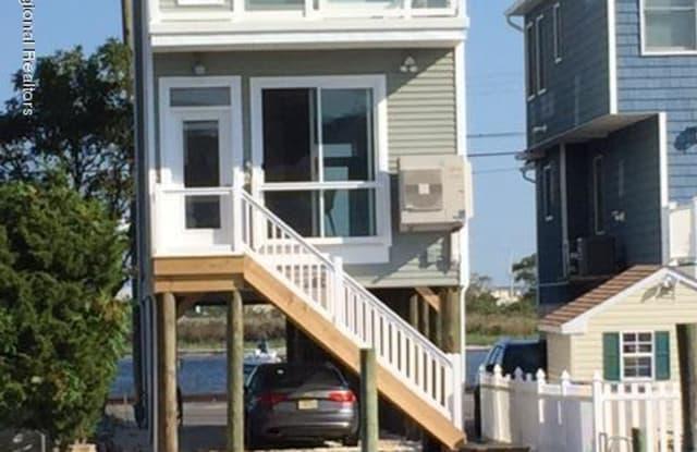 221 O Street - 221 O Street, Seaside Park, NJ 08752