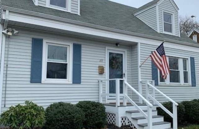 117 Eustis Avenue - 117 Eustis Avenue, Newport, RI 02840