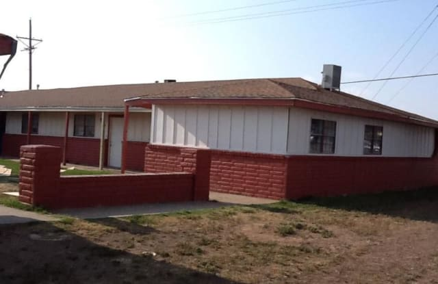 1317 maddox ave - 1317 S Maddox Ave, Dumas, TX 79029