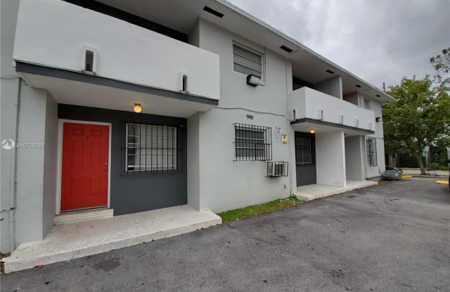 990 SW 4th St - 990 Southwest 4th Street, Miami, FL 33130