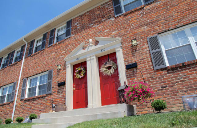 Olde Towne Apartments - 384 Towne Ct E, Gahanna, OH 43230