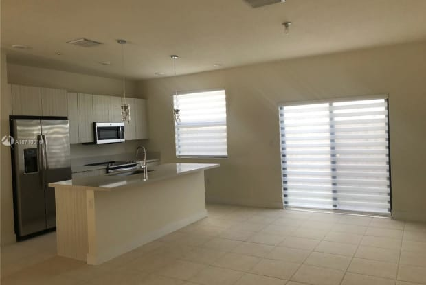 10419 NW 82 ST - 10419 NW 82nd St, Doral, FL 33178