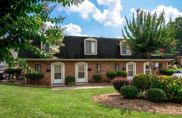 Four Seasons Town Homes - 2705 Four Seasons Blvd, Greensboro, NC 27406