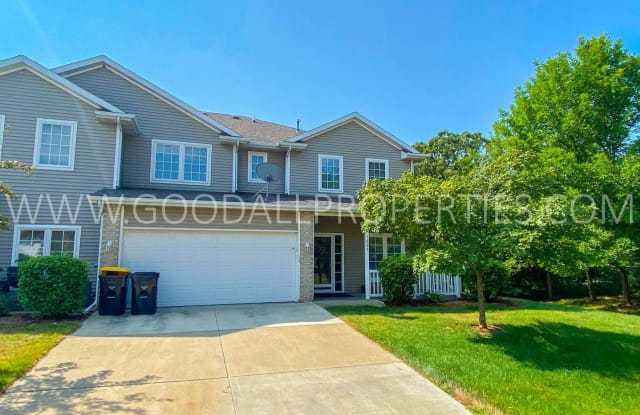 1215 S 52nd Street #1005 - 1215 South 52nd Street, West Des Moines, IA 50265
