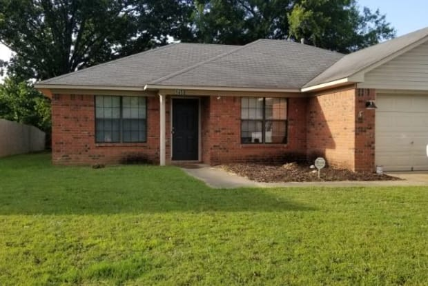 1450 Southern Hills Dr - 1450 Southern Hills Drive, Conway, AR 72034