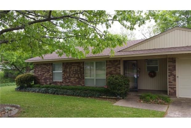 1616 E Magnolia Street - 1616 E Magnolia St, Sherman, TX 75090
