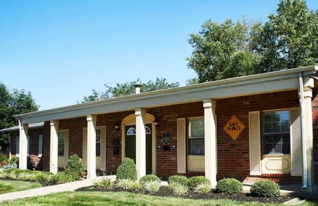 Colonial Square - 5650 Renn Lane, Indianapolis, IN 46254
