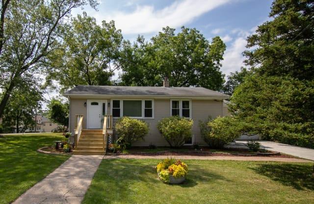 208 Violet Avenue - 208 Violet Avenue, Fox River Grove, IL 60021