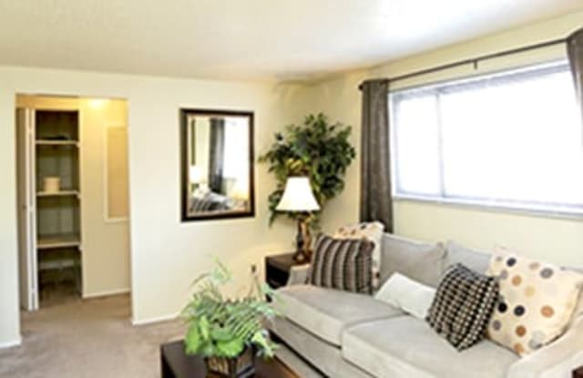 Suntree Apartments - 3040 Suntree Plaza, Kansas City, KS 66103