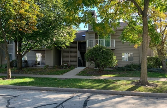 47 Orchard Terrace - 47 Orchard Terrace, Lombard, IL 60148