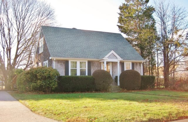 86 Normandy Rd - 86 Normandy Road, Wakefield-Peacedale, RI 02879