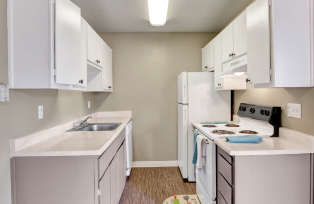 The Henley Apartment Homes - 313 Sandy Ln, Suisun City, CA 94585