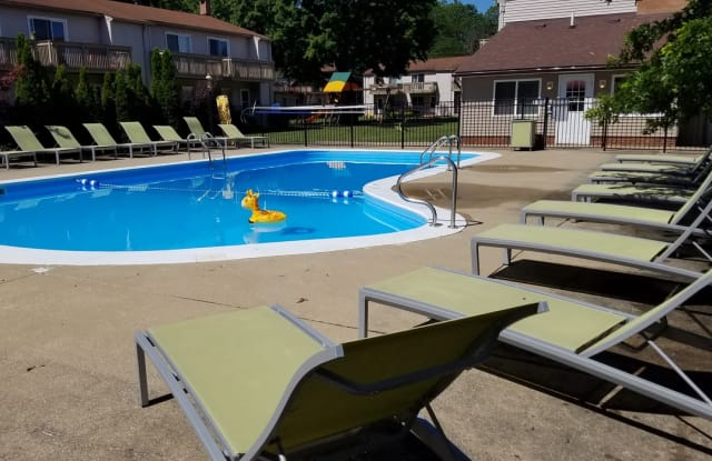 Brighton Place Apartments - 4175 Darrow Rd, Stow, OH 44224