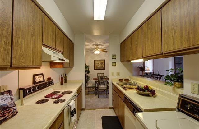 Stonewood Village Apartments - 302 Parkwood Ln, Madison, WI 53714