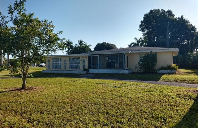 4000 E River DR - 4000 East River Drive, Fort Myers, FL 33916