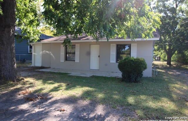 508 N VAUGHAN AVE - 508 North Vaughan Avenue, Seguin, TX 78155